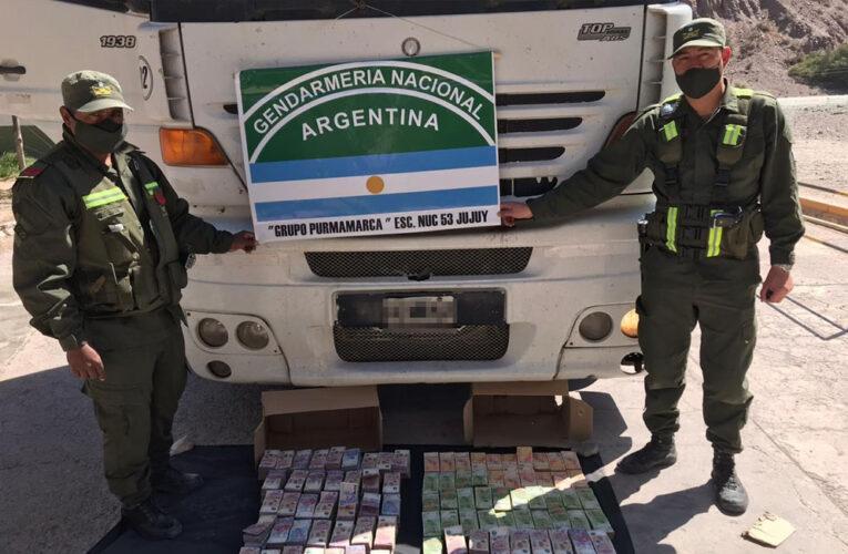 CONTROLARON UN CAMIÓN Y SECUESTRARON 7 MILLONES DE PESOS SIN AVAL LEGAL