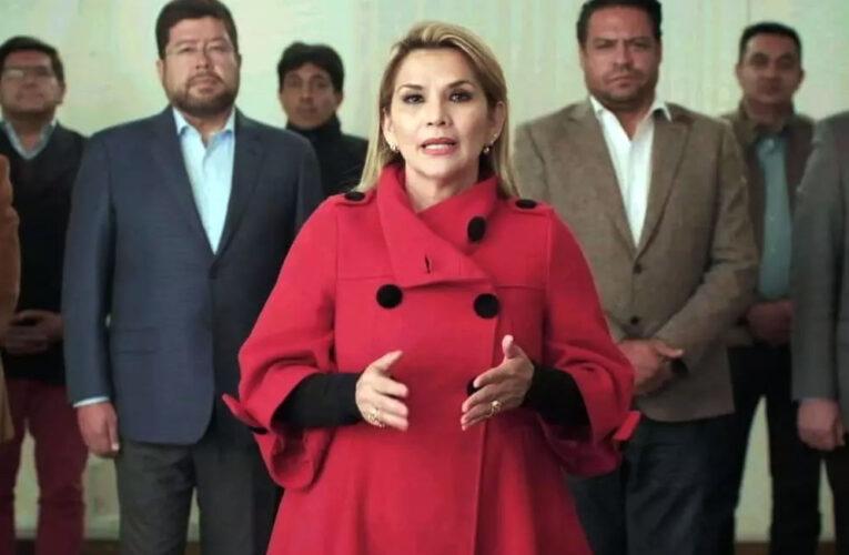 """LA PRESIDENTA DE BOLIVIA DENUNCIÓ UN """"ACOSO SISTEMÁTICO Y ABUSIVO"""" DEL GOBIERNO ARGENTINO POR SU ASILO POLÍTICO A EVO MORALES"""